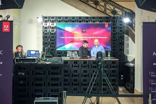 image für website von cratedesign_dem event mobiliar zum mieten aus ungelabelten getraenkekisten aus berlin_mit der beschriftung_img-cratedesign-offen-galerie-adobe_live_stream_live