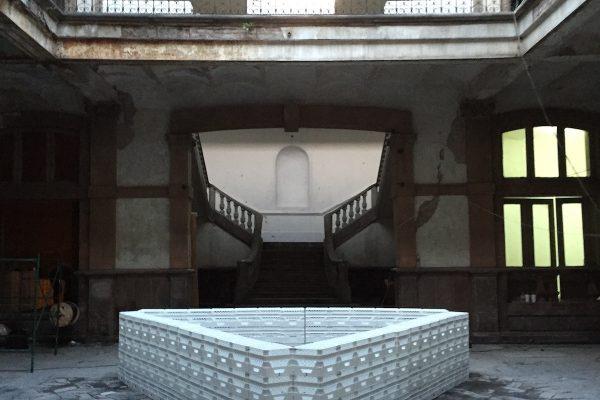 image für website von cratedesign_dem event mobiliar aus ungelabelten getraenkekisten aus berlin_mit der beschriftung-img-cratedesign-website-mobiliar-mexico-bar